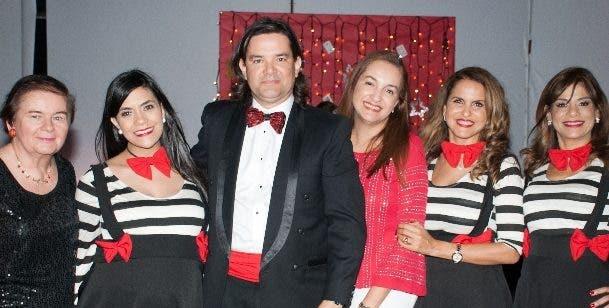 Priscilla Comer de Garrido, Clarissa Guerrero, Fauntly Garrido, Natalia Bergés de Garrido, Ingrid Hernández y Nancy Canó.