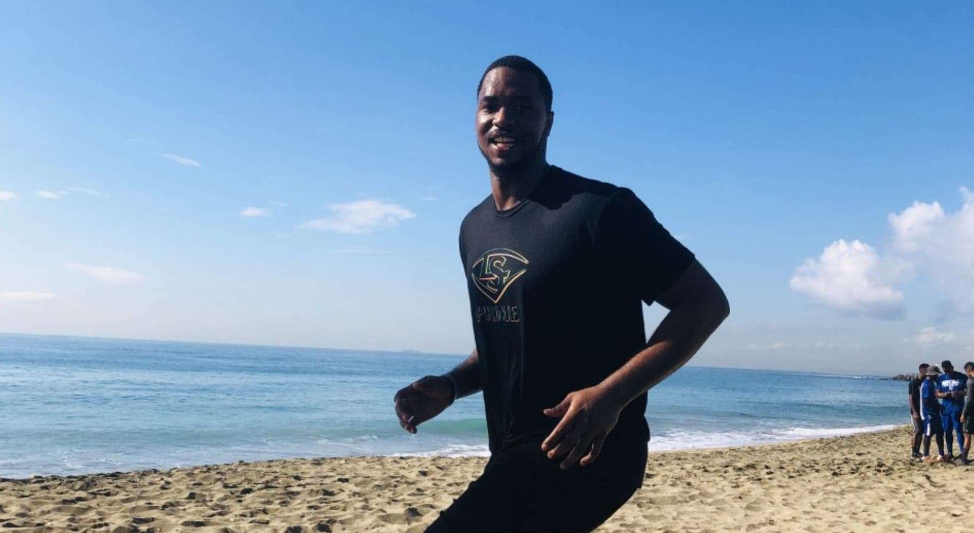 El   prospecto Eloy Jiménez se prepara en la playa de Sans Souci para la próxima temporada.