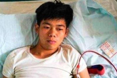 Por el deterioro de su salud  Wang  abandonó sus estudios.