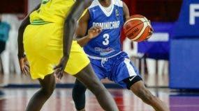 El joven Jean Montero, de la selección nacional,  muestra parte de sus habilidades y talento para jugar al baloncesto..
