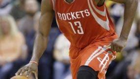 James Harden es uno de los jugadores más difíciles de defender en el básket de la NBA.  AP