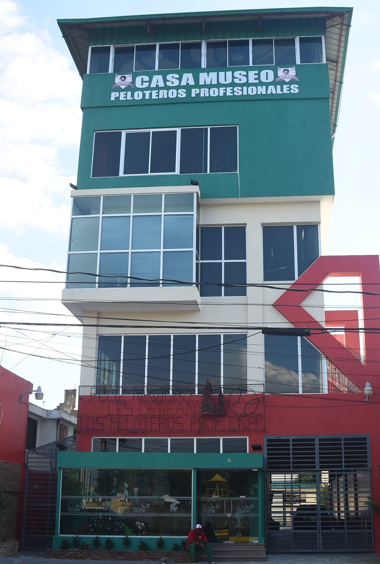 Edificio de    las oficinas de la Federación Nacional de Peloteros Profesionales.  Alberto calvo