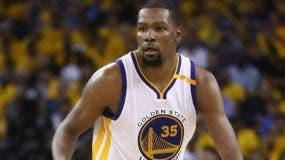 Kevin Durant es uno de los súper jugadores  con que cuenta  Golden State.  AP