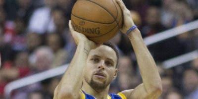 Stephen Curry es  mejor tirador de tres en  la actualidad.  AP