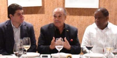 Francisco Valcárcel habla durante el encuentro de ayer.