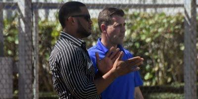 El dominicano Robinson Canó conversa  con el  nuevo gerente general de los Metros, Brodie Van Wagenen.  Alberto calvo.