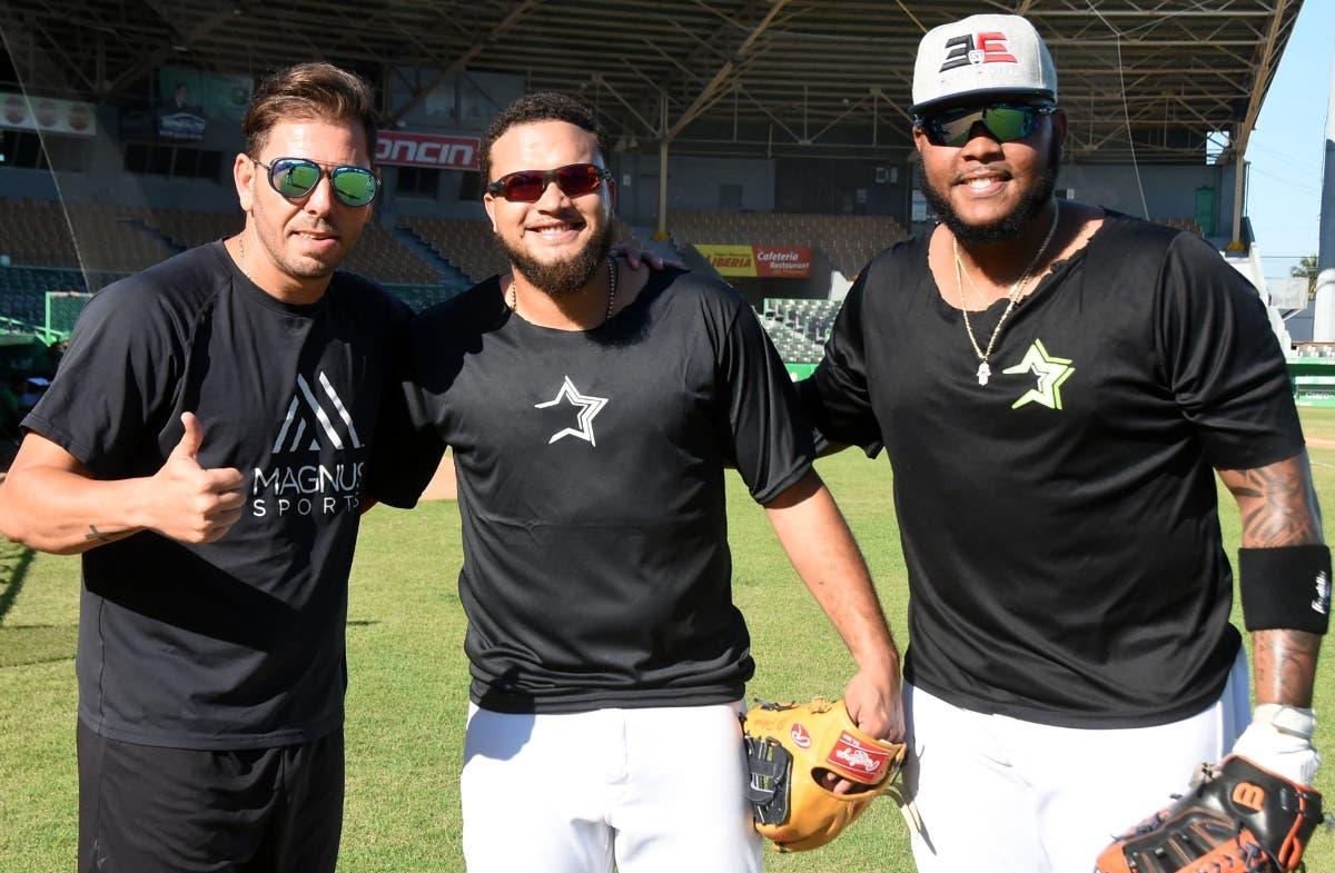 Yunesky Maya junto a Diego Goris y Edwin Espinal en los entrenamientos.  Alberto Calvo
