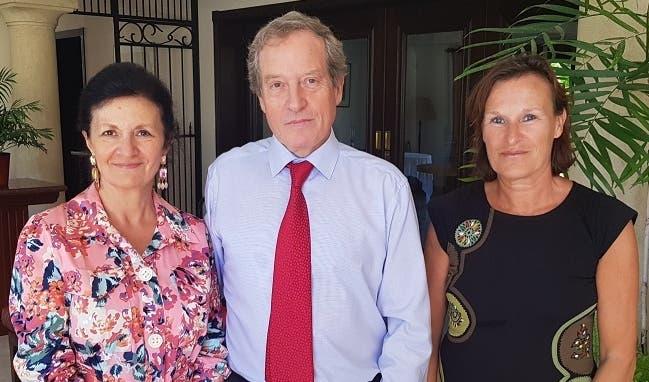 Elizabeth y Didier Lopinot junto a  Catherine Bardon.
