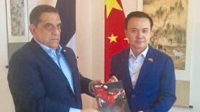 Luis Chanlatte y Zhang Run durante la reunión.