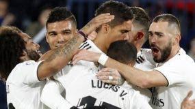Jugadores del Real Madrid celebran un gol.