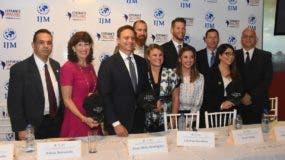 El zurdo Clayton Kershaw junto a los participantes en la rueda de  prensa de la MIJ.   Alberto calvo