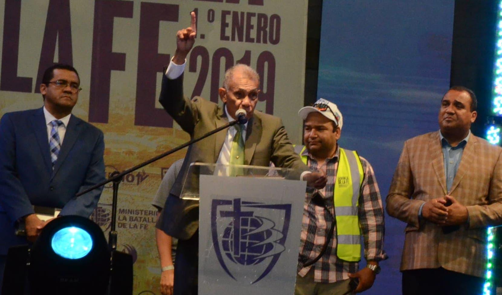 En la concentración evangélica participaron varios artistas locales y extranjeros, así como alcaldes  y políticos.   José De León