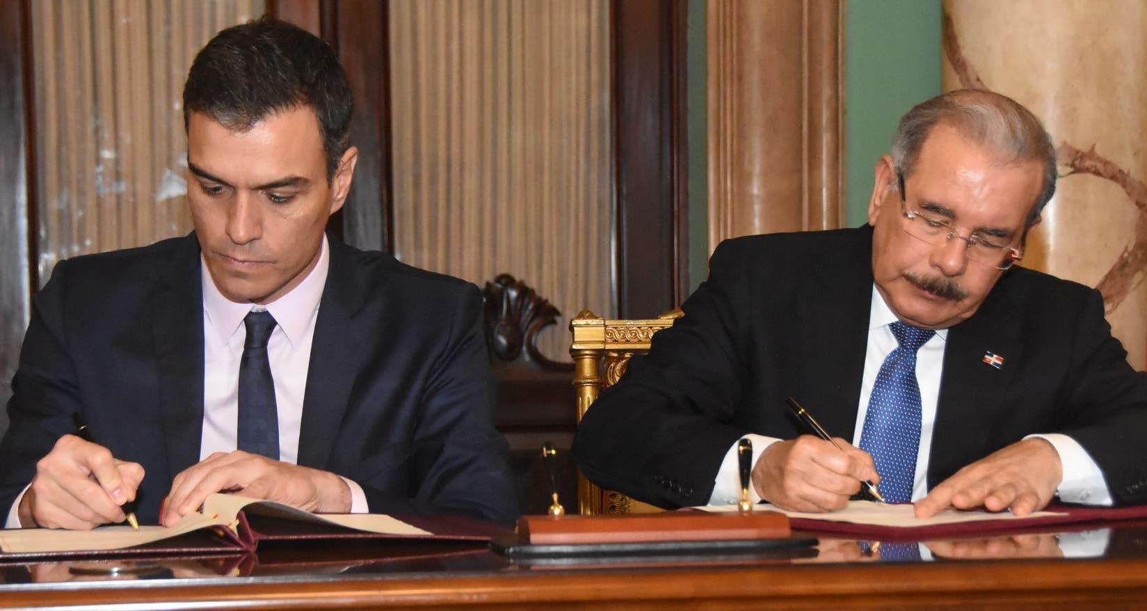 Sánchez y Medina firmaron un memorándum de entendimiento que contiene diez puntos. ALBERTO CALVO.
