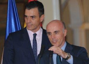 Pedro Sánchez y el embajador Alejandro Abellán García.