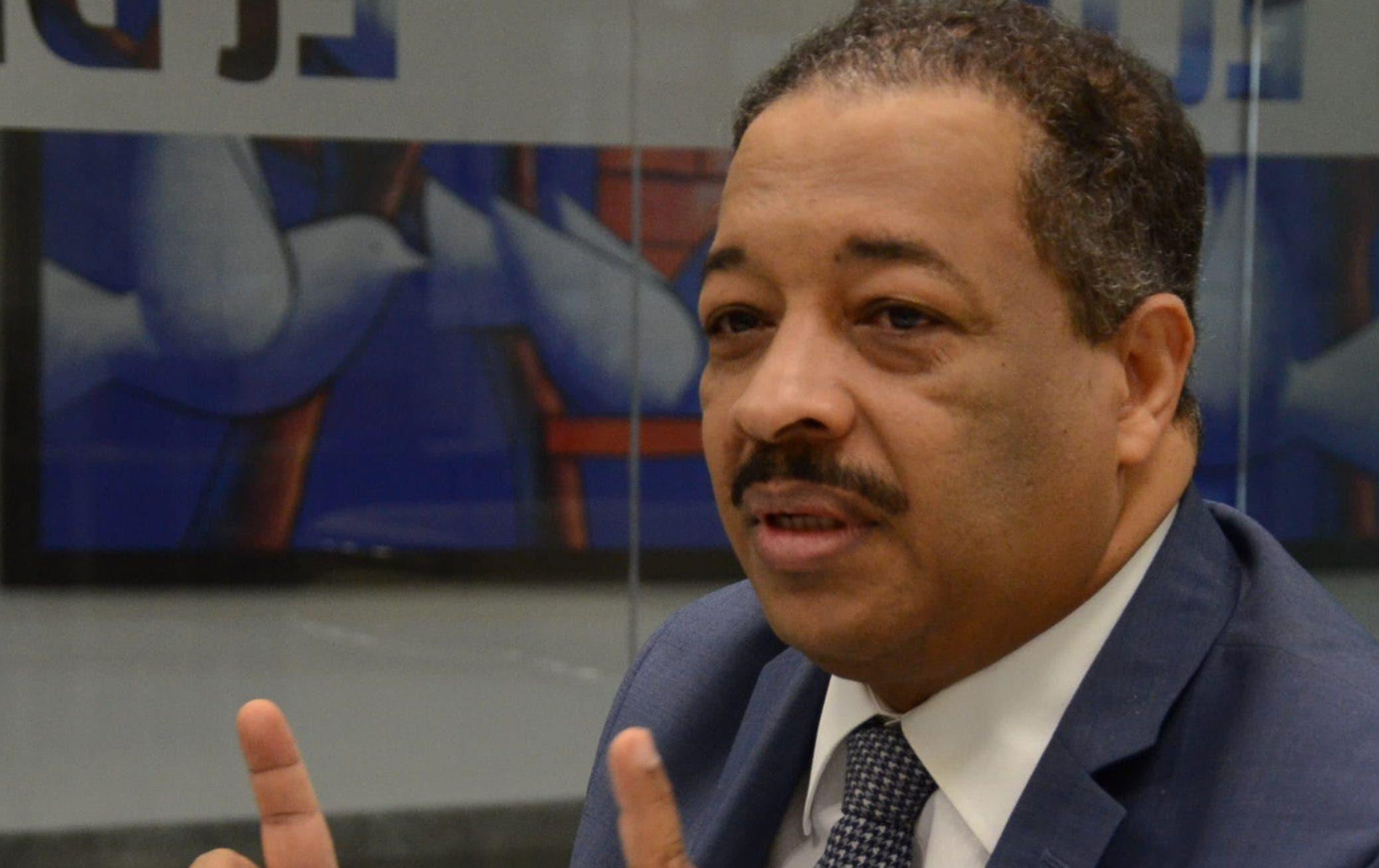 Roberto Rosario ha mantenido una postura crítica contra los  intentos de  restablecer la reelección.  José de León
