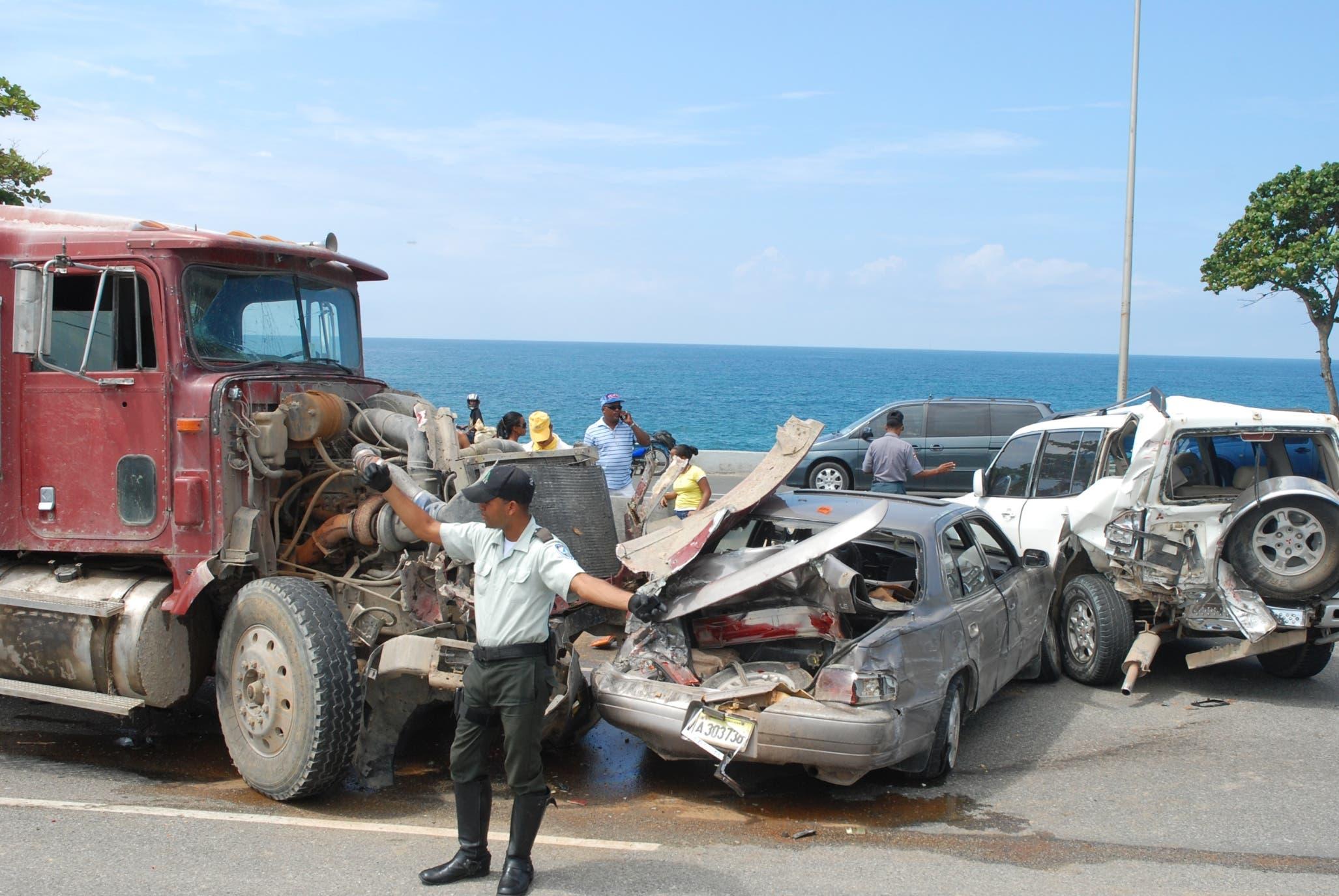 Los accidentes de tránsito en la autopista Las Américas, al igual que en otras carreteras, representan situaciones de alarma y preocupación.  archivo