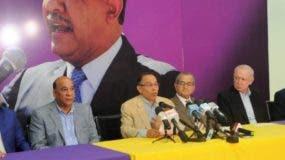 Radhamés Jiménes junto a otros altos dirigentes del PLD que apoyan a Leonel Fernández.