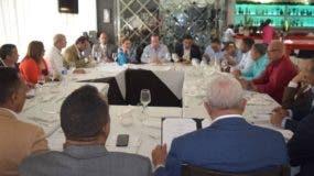alcaldes-del-prm-junto-a-las-autoridades-de-su-partido