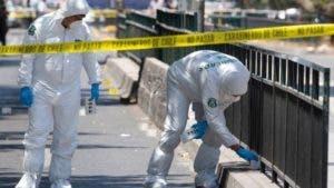 Los cinco heridos se encontraban en la zona de espera del transporte público, ubicada en el centro de la calzada de la avenida Vicuña Mackena, cuando fueron afectadas por la explosión.