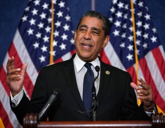El congresista Adriano Espaillat, es el representante del distrito 13 que cubre parte del Norte de Manhattan y El Bronx,