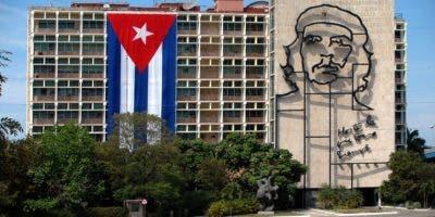 """""""Cuba jamás ha permitido ni permitirá que su territorio sea usado para la organización de actos terroristas contra ningún Estado"""" y """"ha cumplido estrictamente su papel como garante y sede alternativa de la Mesa de Diálogos de Colombia entre el Gobierno y el ELN"""", afirmó a través de Twitter el canciller cubano, Bruno Rodríguez."""