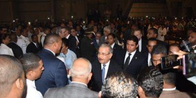 El presidente Danilo Medina llegó acompañado de la Primera Dama, Candida Montilla y funcionarios del gobierno. Foto: Degnis De León.
