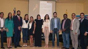 Parte de los jóvenes que participaron en el panel.