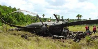 """La aeronave, un helicóptero ligero conocido como """"mosquito"""", sobrevolaba la zona en un entrenamiento al nivel del mar, cuando se precipitó en una playa cercana al aeropuerto de Ilo por causas aún desconocidas."""