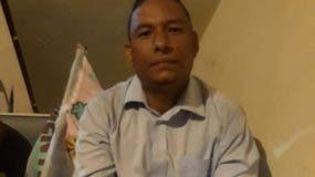 El ingeniero civil Idanny Núñez Peña, quien partió a pie el jueves en la tarde desde la Plaza Independencia (Parque Central) con rumbo hacia Santo Domingo.