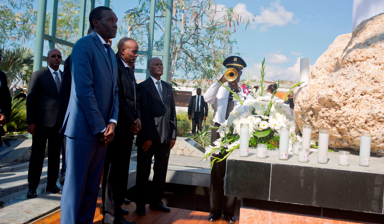 presidente del país, Jovenel Moise, encabezó una ofrenda floral junto a varios miembros de su Gobierno.