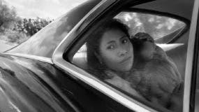 """Una escena de """"Roma"""", del cineasta mexicano Alfonso Cuarón, en una imagen proporcionada por Neftlix. (Alfonso Cuarón/Netflix vía AP)"""