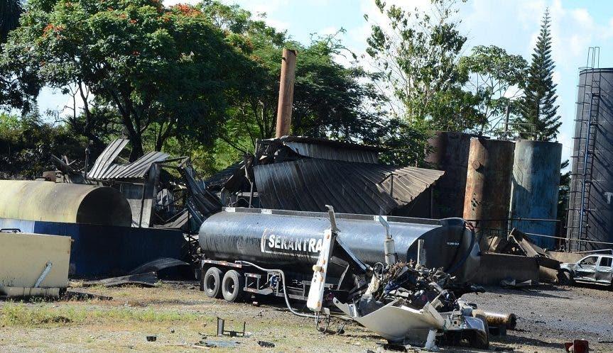 La explosión se produjo en la planta de la recicladora de combustibles y lubircantes Serantra. Foto: José de León/El Día.