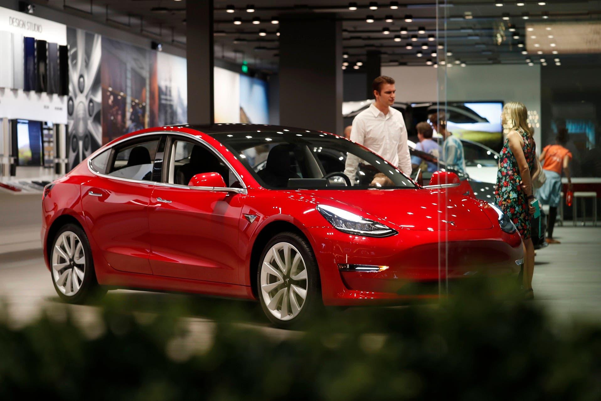 A partir del 1 de enero, el crédito federal para los compradores de vehículos Tesla disminuyó de 7.500 dólares a 3.750 dólares.