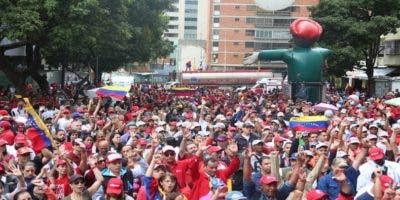Venezolanos salieron a las calles este miércoles 23 de enero asumiendo el llamamiento que hiciese Nicolás Maduro.