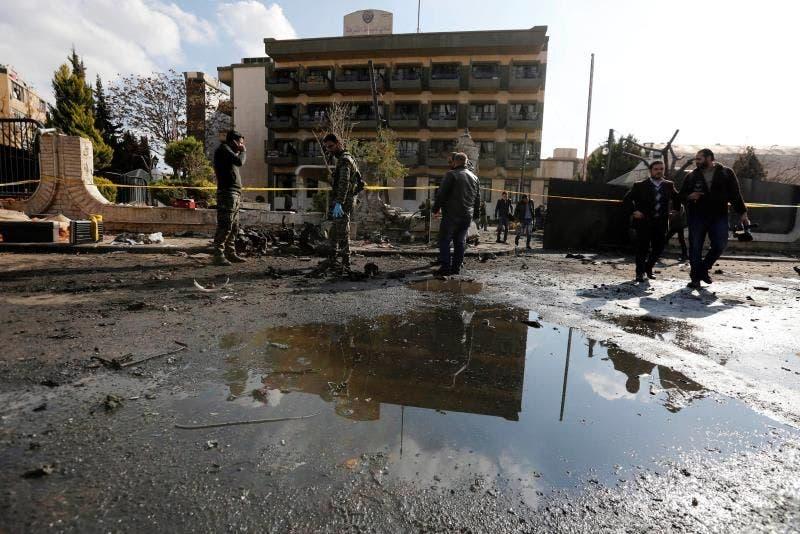Entre las víctimas mortales, hay diez civiles heridos y un miembro de la coalición internacional, y varios de ellos están en estado grave por lo que el número de fallecidos podría aumentar en las próximas horas.
