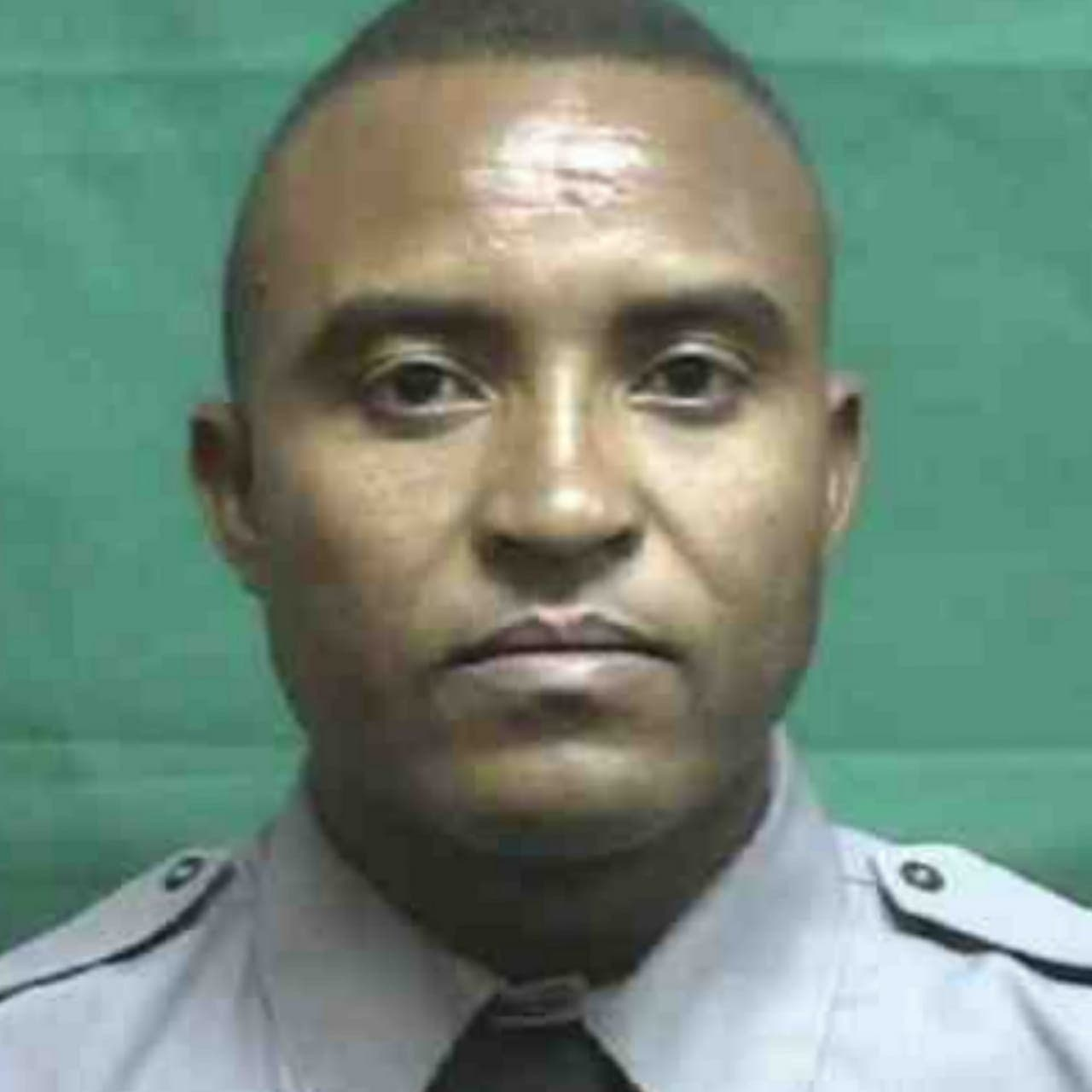 El capitán R. Montero D Oleo fue baleado por desconocidos, que penetraron en horas de la noche en su negocio.