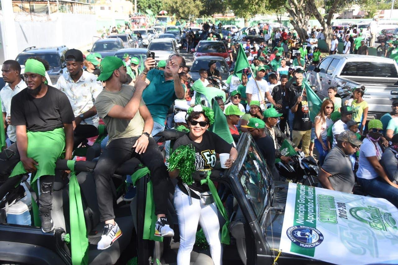 2. Caravanas recorrían las principales avenidas de San Pedro de Macorís