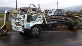 El fallecido fue identificado como Ramón Santos Gómez, quien conducía el camión marca Daihatsu de color blanco, placa L077446, en el cual sufrió una volcadura en la comunidad Sonador de Bonao.