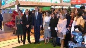 El ministro de Turismo Francisco Javier, acompañado del rey de España Felipe VI y la reina Leticia, inauguraron este miércoles el stand de la República Dominicana en la trigésima novena Feria Internacional de Madrid (Fitur) , en la que participa como país socio. Foto: José Miguel De La Rosa.