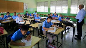 La mayoría de los estudiantes dominicanos terminan el bachillerato sin haber aprendido a hablar Inglés. Foto: Elieser tapia/El Día.