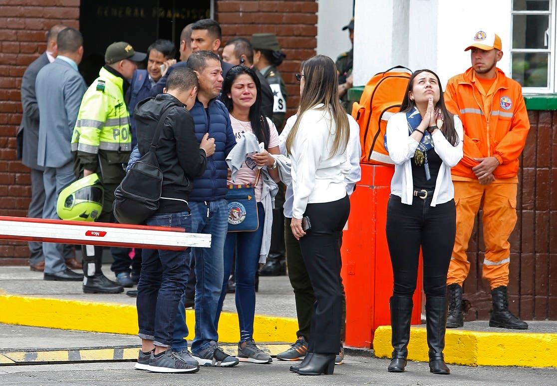 El atentado fue perpetrado en la mañana de ayer con un carro bomba cargado con 80 kilos del explosivo pentolita que fueron detonados dentro de la Escuela de Cadetes de la Policía General Francisco de Paula Santander, en el sur de Bogotá.