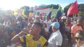 Miembros del Frente Amplio de Lucha Popular (Falpo) durante una concentración en demanda de la libertad de siete de sus miembros apresados por lanzar excremento contra la Suprema Corte. Foto de archivo.