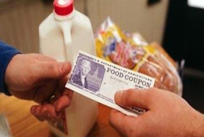 El programa de Servicio de Alimentos y Nutrición (SNAP) o cupones de alimentos, cuesta un promedio de 4.800 millones de dólares al mes, según el Departamento de Agricultura de EE.UU (USDA).