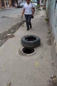 Hoyos en la calle cuarta de Mandinga/foto Jose de Leon