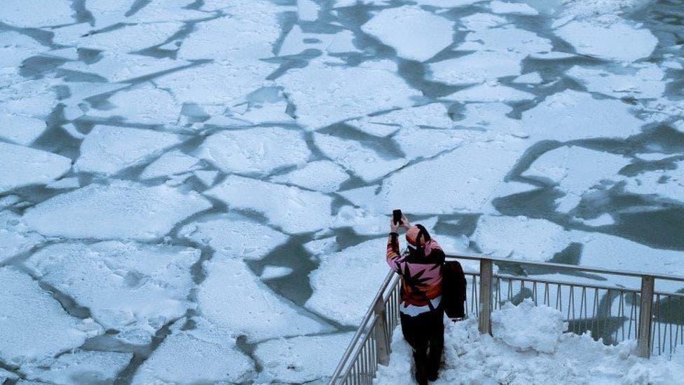 Ola de frío ártico y nieve en Estados Unidos: las impresionantes imágenes de Chicago congelado