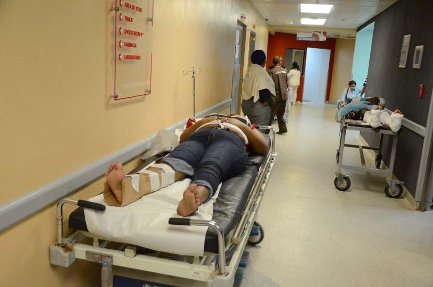 Pacientes en uno de los pasillos del hospital Darío Contreras. Foto: José de León/El Día.