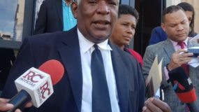 Manuel María Mercedes, presidente de los Derechos Humanos se presentó en el  Palacio de Justicia,donde guardan prisión los miembros del Falpo.