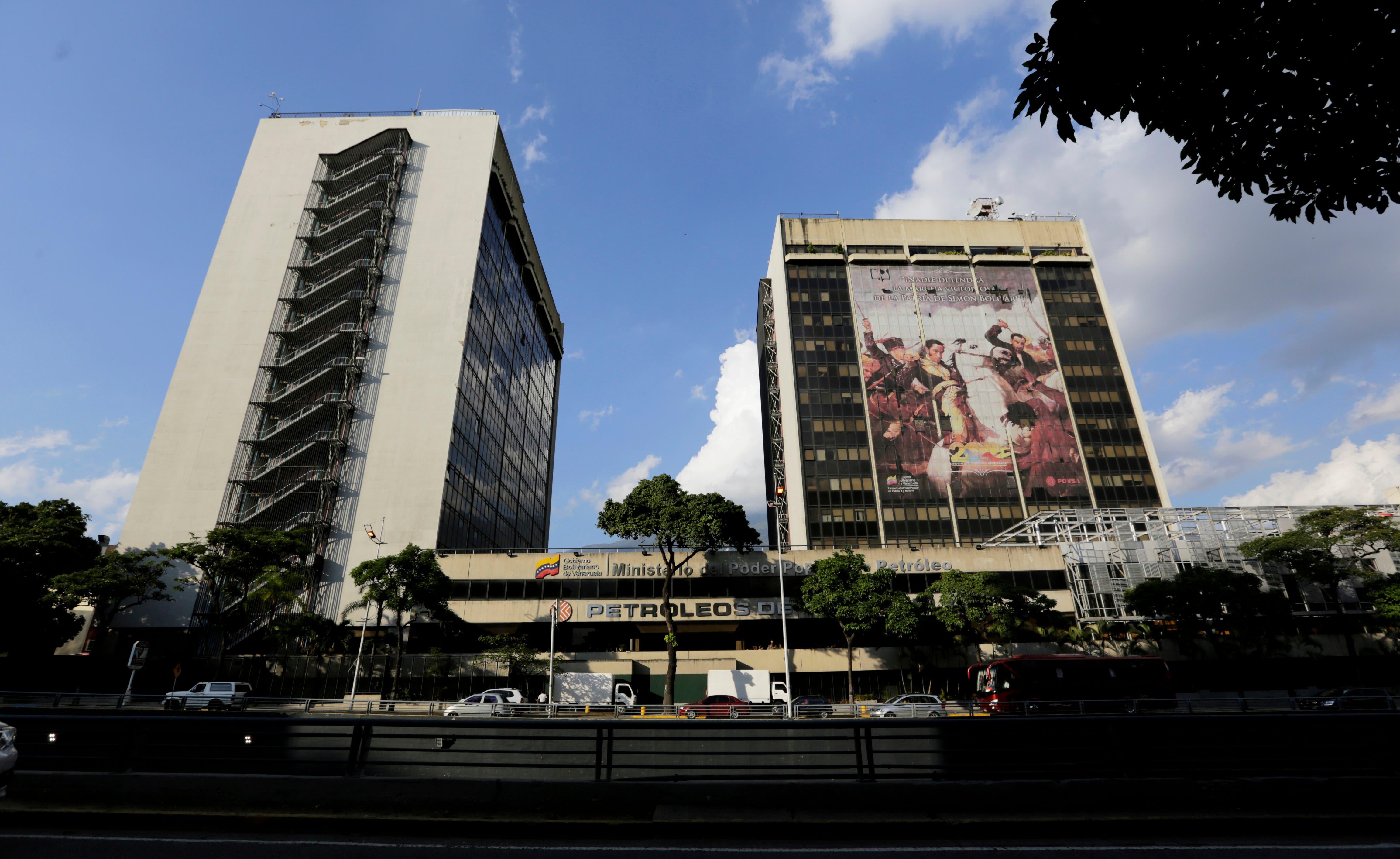 EE.UU. sanciona a la petrolera estatal venezolana en un golpe a Maduro