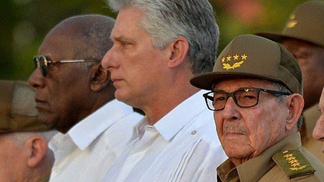 Raúl Castro junto al presidente cubano, Miguel Díaz-Canel.