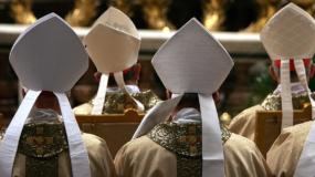 Casi 50 diócesis y órdenes religiosas han identificado públicamente a sacerdotes que abusaron de menores tras el reporte de Pensilvania de mediados de agosto y otras 55 han anunciado planes de hacer lo mismo en los próximos meses, concluye la revisión.